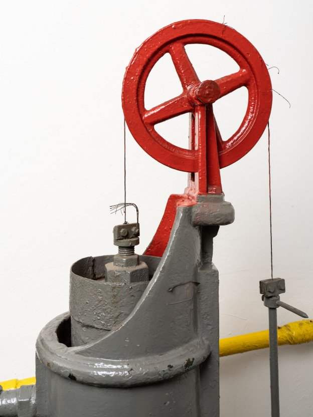 Gas suction regulator